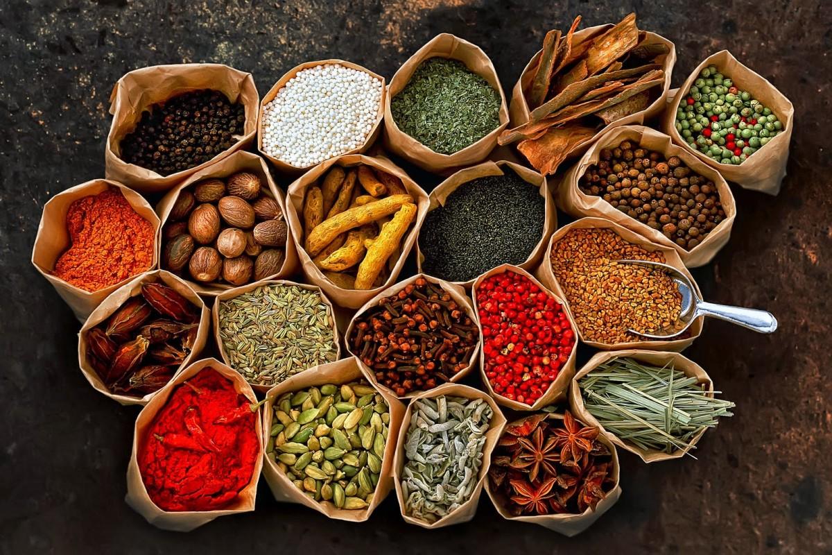 ۱۰ گیاهی که باید در آشپزخانه خود استفاده کنید